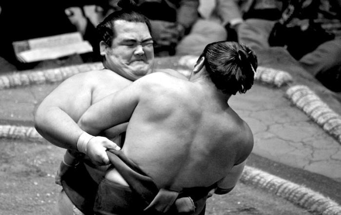Kotoshogiku-struggle