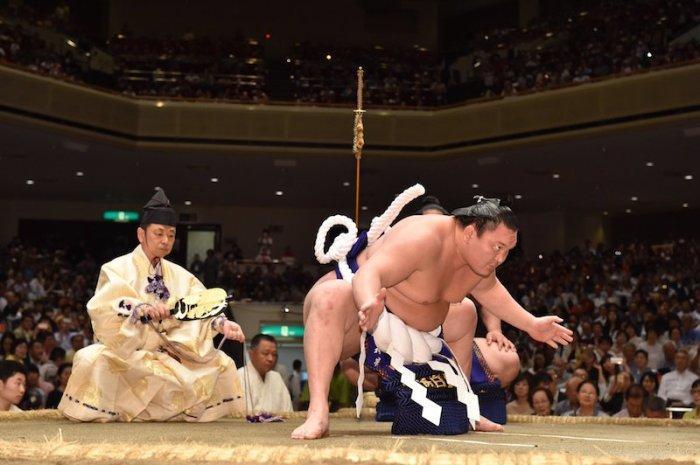 Hakuho-dohyo-iri-13