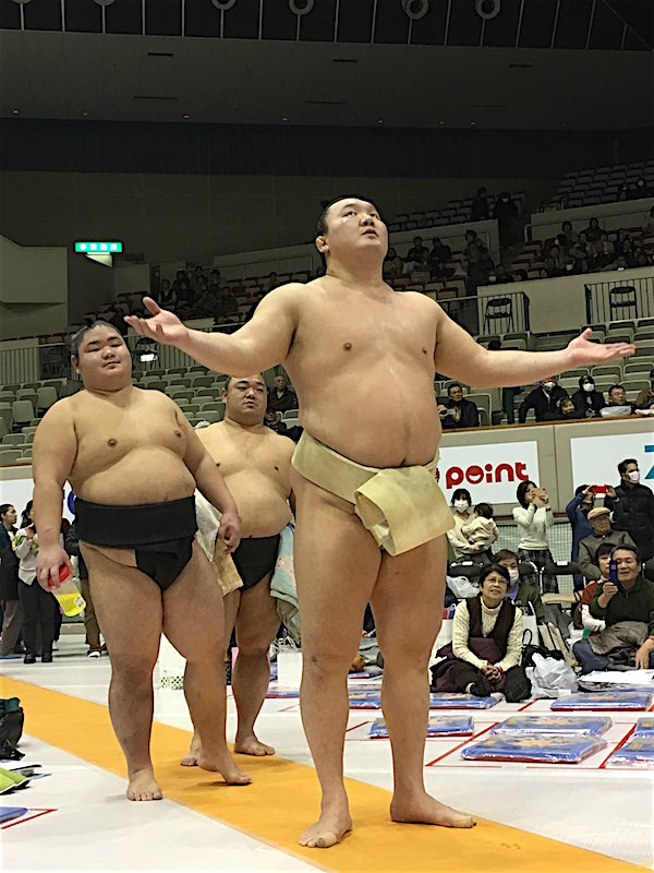 hakuho-communicating-with-god